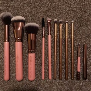 Set of Luxie brushes
